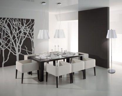 2 lampy wiszące białe nad ciemnym stołem w jadalni