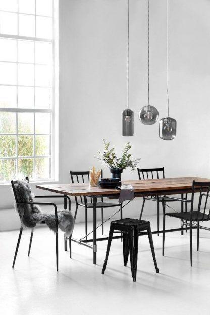 3 lampy wiszące nad stołem w jadalni - szare szkło