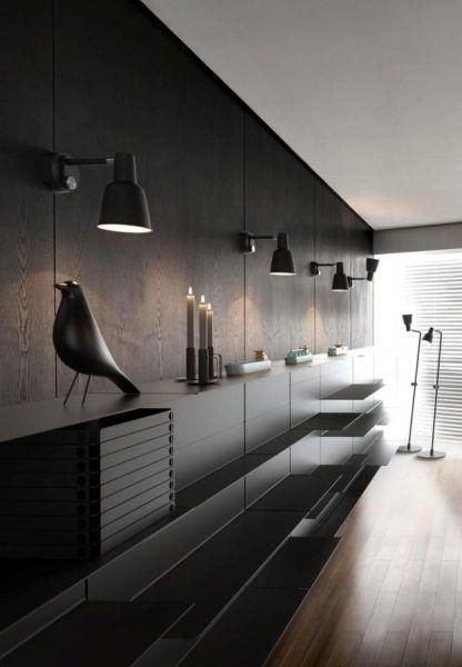 4 kinkiety na ścianie w salonie nad kredensem