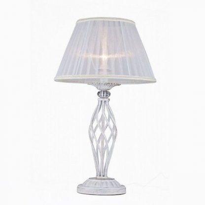 abażur biały w lampie stojącej klasycznej