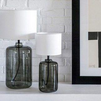 aranżacja 2 lampy stojące do ściany z białej cegły