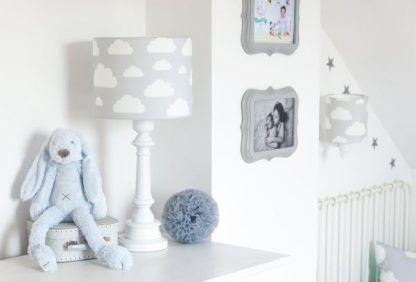 aranżacja lampi oświetlenia w pokoju niemowlaka
