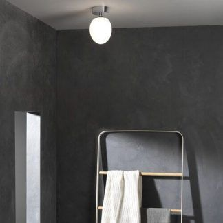 aranżacja oświetlenia w łazience - krągła lampa sufitowa szklana