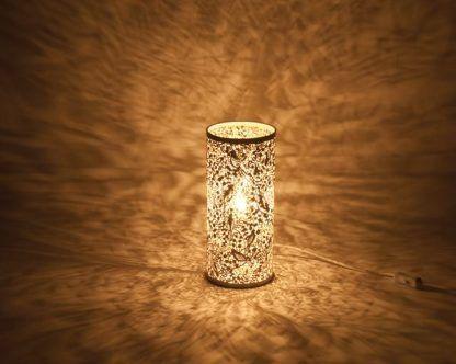 ażurowa złota lampa stołowa tuba