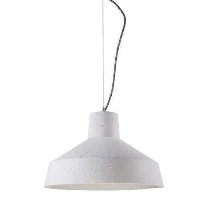 betonowa lampa wisząca z szerokim kloszem