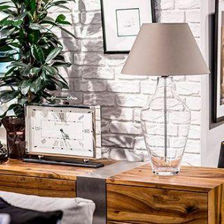bezbarwna lampa stołowa z kremowym abażurem - inspiracje