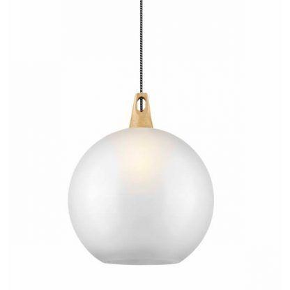 biała kula - klosz lampy wiszącej z czarno białym kablem