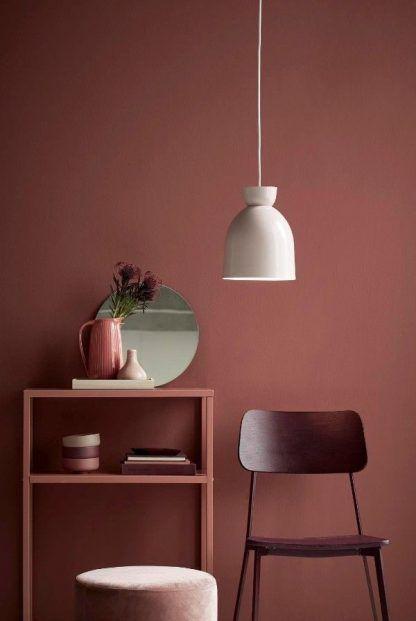 biała lampa do pomarańczowego pokoju