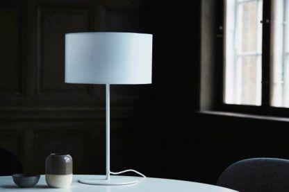 biała lampa stołowa z abażurem nowoczesna