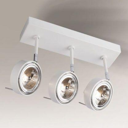 biała lampa sufitowa z regulowanymi reflektorkami