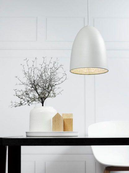 biała lampa wisząca aranżacja jadalnia w bieli