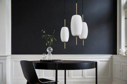 biała lampa wisząca granatowe ściany jadalnia