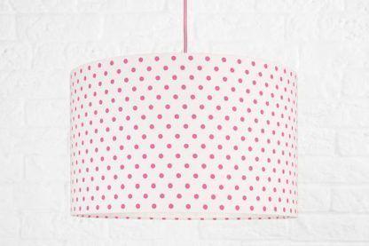biała lampa wisząca w różowe kropki dla dziewczynki