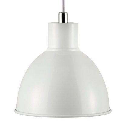 Biała lampa wisząca z metalowym kloszem