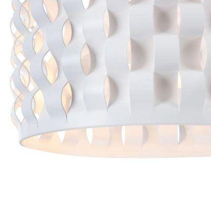biała lampa z kloszem z tworzywa ażurowy