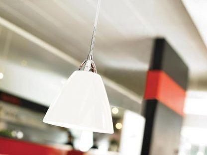 biała metalowa lampa wisząca w połysku do kuchni