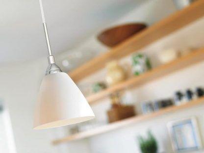biała nowoczesna lampa wisząca do kuchni