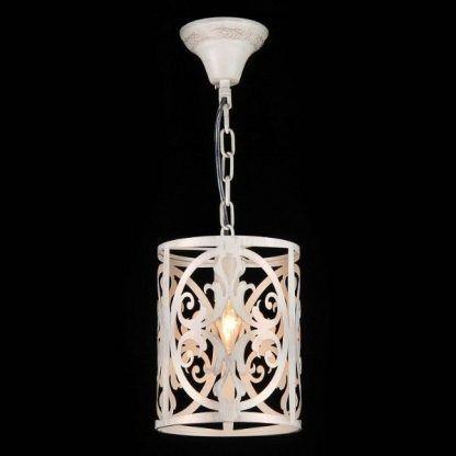 biała zdobiona klasyczna lampa wisząca do kuchni