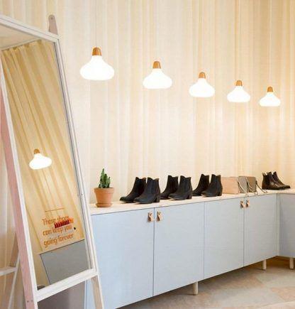 białe lampy wiszące ciemne złoto do sklepu