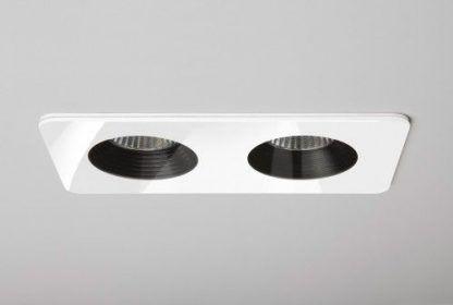 białe oczka sufitowe do łazienki nowoczesnej
