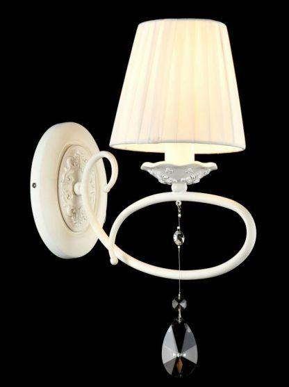 biały elegancki kinkiet do sypialni prowansalskiej