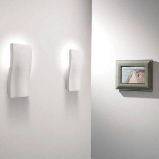 biały kinkiet dekoracyjny oświetlenie korytarza aranż
