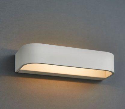biały nowoczesny kinkiet świecący do góry i na dół