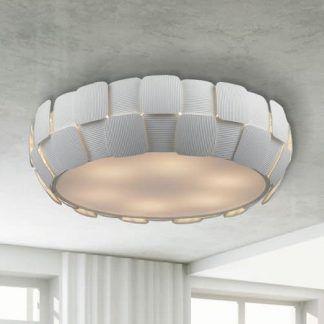 biały plafon płaski zdobiony do szarego sufitu