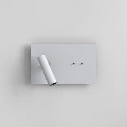 biały prostokątny kinkiet do salonu w reflektorkiem