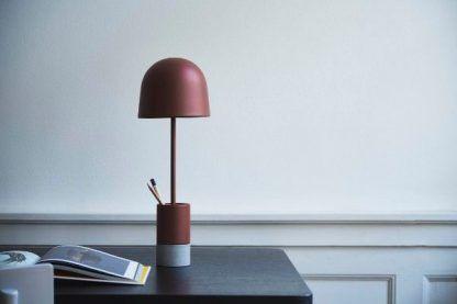 bordowa lampa biurkowa nowoczesna