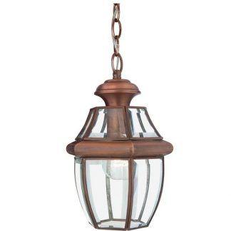 brązowa lampa wiszaca przed drzwi do domu