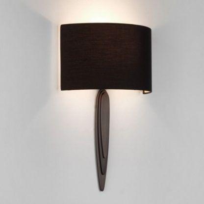 brązowy kinkiet na ścianę w salonie - półkolisty