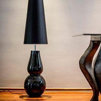 cała czarna lampa stołowa z cienkim długim abażurem
