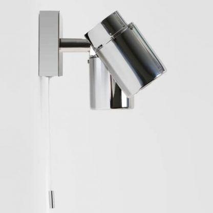 chromowany kinkiet do nowoczesnej łazienki