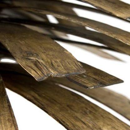 ciekawa lampa wisząca z drewnianego gontu gie le