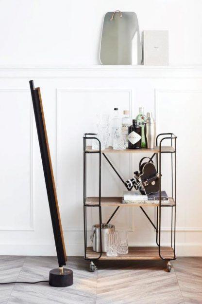 czarna lampa podłogowa do salonu nowoczesna