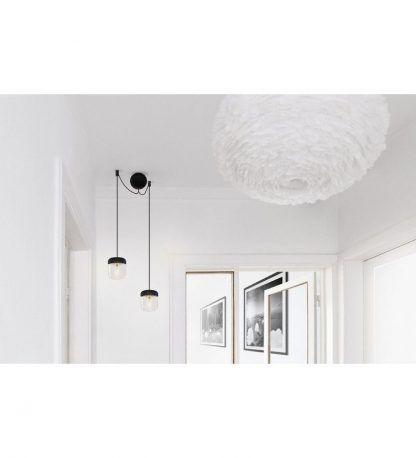 czarna lampa wisząca do korytarza z okrągłą podsufitką