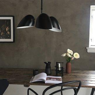 Czarna lampa wisząca Hitchcock nad stół do jadalni