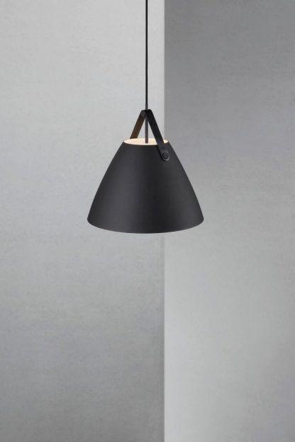czarna lampa wisząca metalowy klosz mat