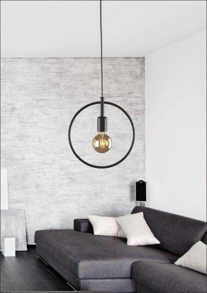 czarna lampa wisząca okręg salon w szarościach aranż
