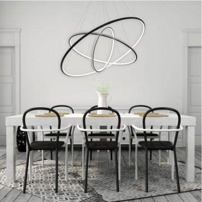 czarna lampa wisząca ringi led nad stół do jadalni