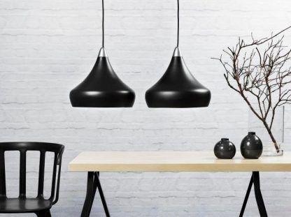 czarna lampa wisząca skandynawska aranżacja