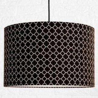 czarna lampa wisząca z abażurem w białe wzorki