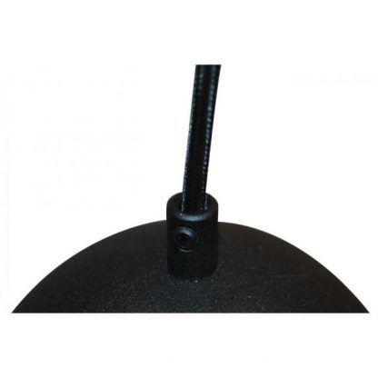 czarna lampa wisząca z czarnym kablem do salonu