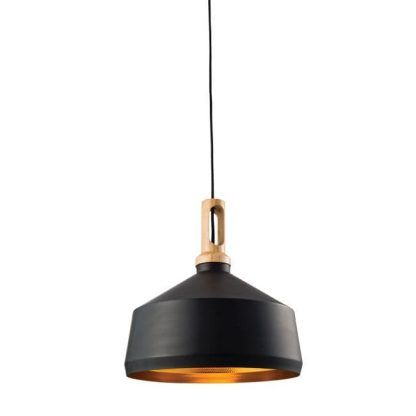 czarna lampa wisząca z drewnianą ozdobą do kuchni