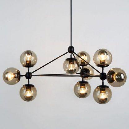 czarna lampa wisząca ze szklanymi kloszami
