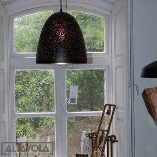 czarna lampa wisząca ze złotym środkiem nowoczesna