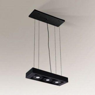 czarna lampa zwieszana na trzy żarówki
