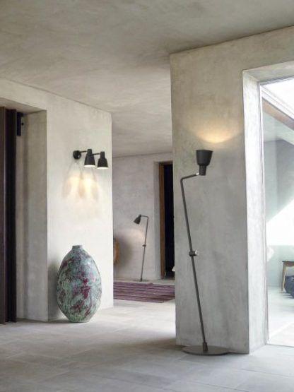 czarna lampy podłogowe na betonowej ścianie