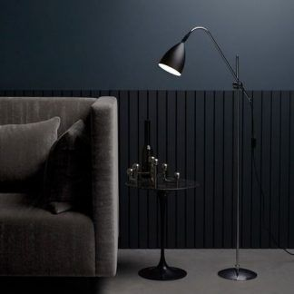 czarna nowoczesna lampa podłogowa do czarnej ściany